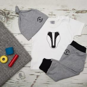 tommy & lottie badger t shirt, harem & hat