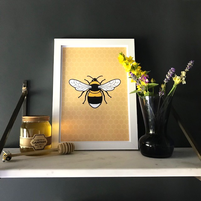 Bee honeycomb wall print A4